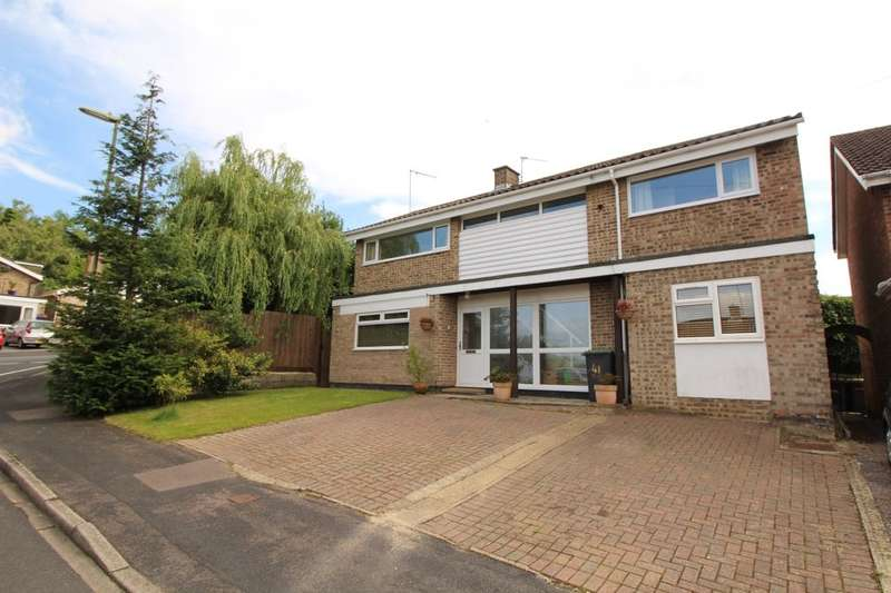 4 Bedrooms Detached House for sale in Hurstville Drive, Waterlooville, PO7