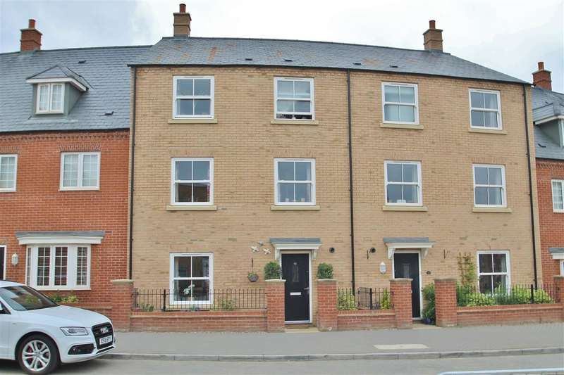 3 Bedrooms Town House for sale in Needlepin Way, Buckingham