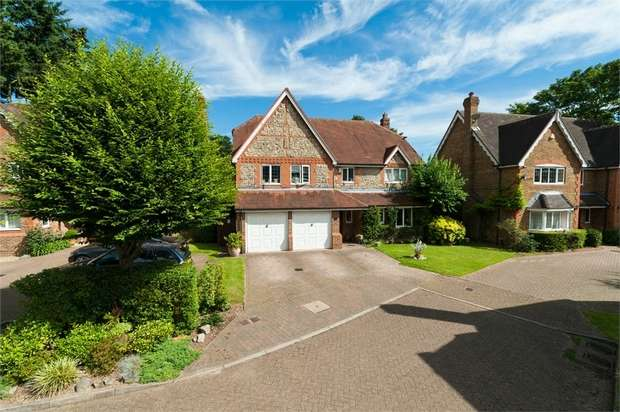 5 Bedrooms Detached House for sale in Firs Close, Iver, Buckinghamshire