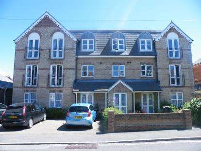 2 Bedrooms Flat for sale in 5 Stavordale Road, Weymouth, Dorset