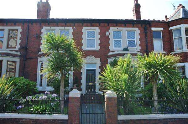 4 Bedrooms Terraced House for sale in Raikes Parade, Blackpool