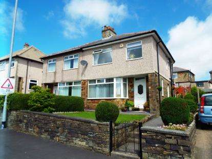 3 Bedrooms Semi Detached House for sale in Roils Head Road, Halifax, West Yorkshire