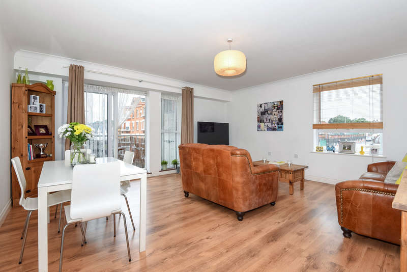 2 Bedrooms Flat for sale in Wightman Road, Harringay
