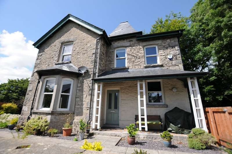 4 Bedrooms Detached House for sale in Oxenholme Road
