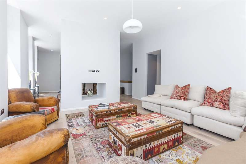 2 Bedrooms Flat for sale in Charterhouse Square, London, EC1M