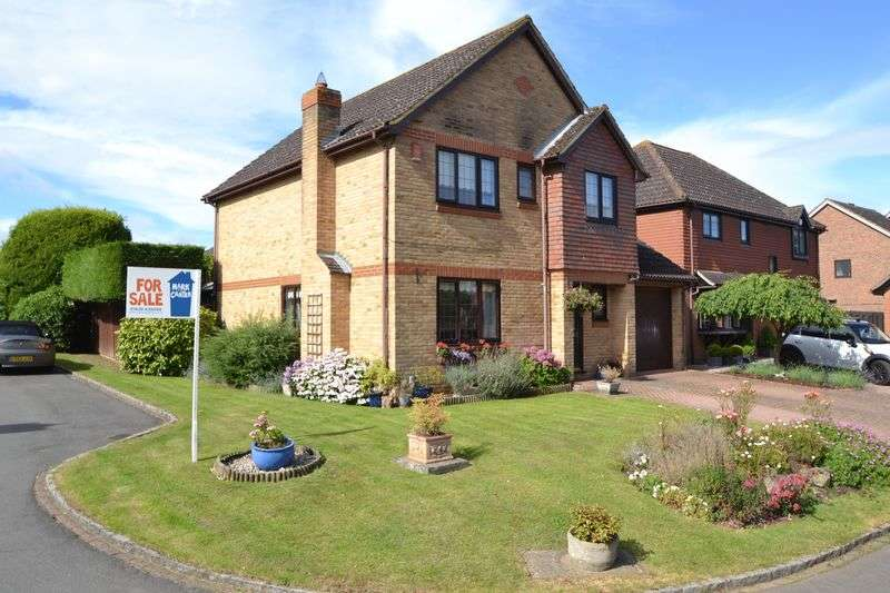 4 Bedrooms Detached House for sale in Broadwater Park, off Windsor Road (A308), Bray Outskirts/Maidenhead, SL6 2UA