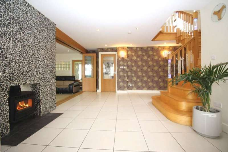 6 Bedrooms Detached House for sale in Scraptoft Lane, Leicester