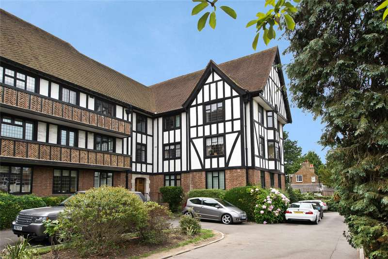 3 Bedrooms Flat for sale in Queens Close, Lammas Lane, Esher, Surrey, KT10