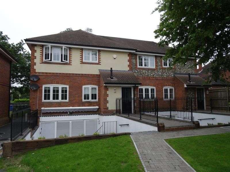 1 Bedroom Flat for sale in Paddock Gate, North Street, Winkfield