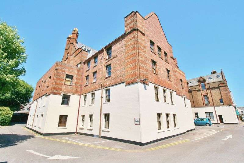 3 Bedrooms Flat for sale in Lawrence Road, Southsea