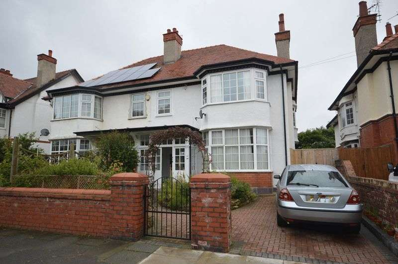 2 Bedrooms Flat for sale in Brookfield Gardens, West Kirby