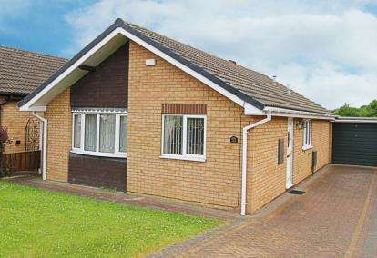 2 Bedrooms Bungalow for sale in Cleeve Hill Gardens, Waterthorpe, Sheffield, South Yorkshire