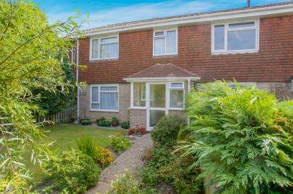 3 Bedrooms Terraced House for sale in Lymington, Hampshire