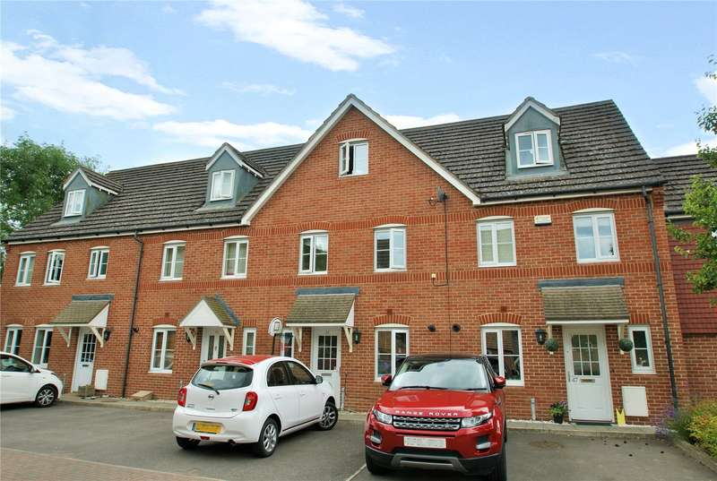 3 Bedrooms Town House for sale in Poperinghe Way, Arborfield, Berkshire, RG2