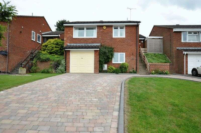 3 Bedrooms Detached House for sale in Chatsworth Drive, Tutbury