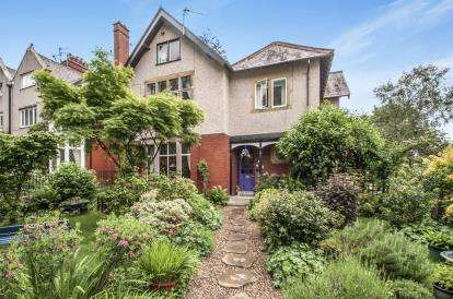 5 Bedrooms Detached House for sale in Western Avenue, Burnley, Lancashire, Lancs, BB11