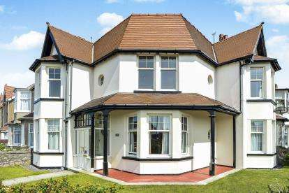 4 Bedrooms Terraced House for sale in Herkomer Road, Llandudno, Conwy, LL30