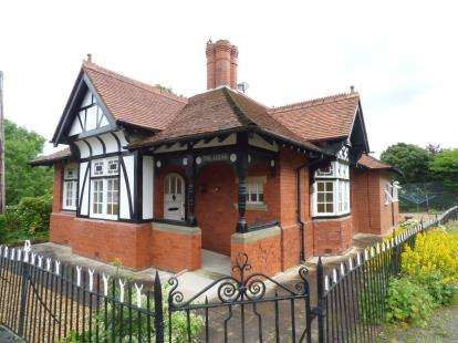 3 Bedrooms Bungalow for sale in Brymbo Road, Bwlchgwyn, Wrexham, Wrecsam, LL11