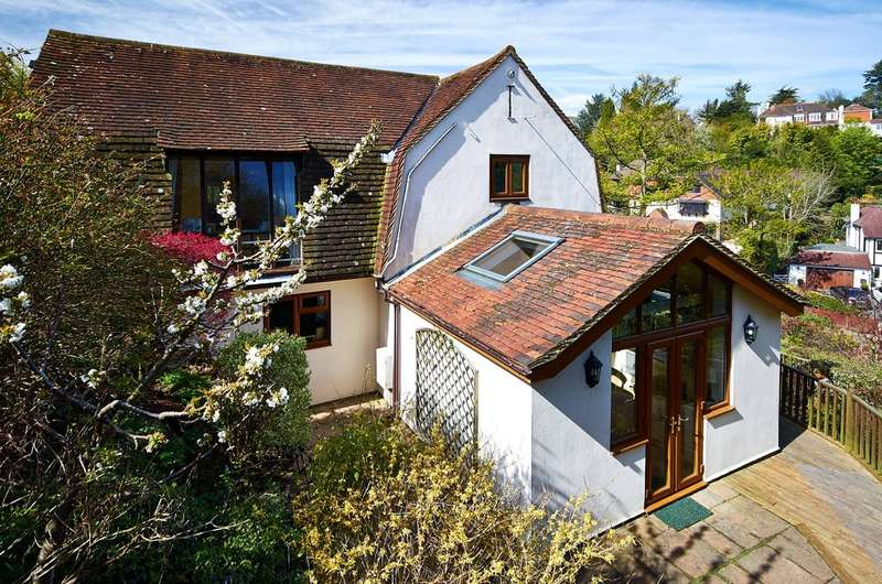 4 Bedrooms Detached House for sale in Woldingham, Surrey
