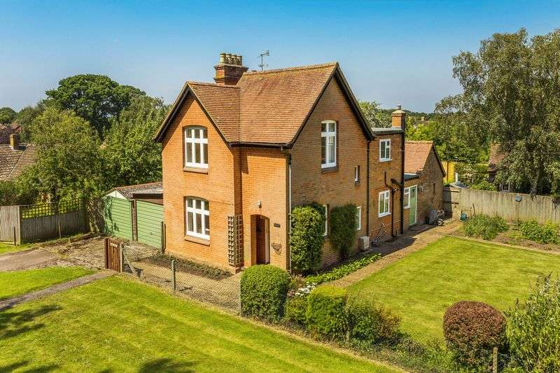 3 Bedrooms Detached House for sale in Merrow Common