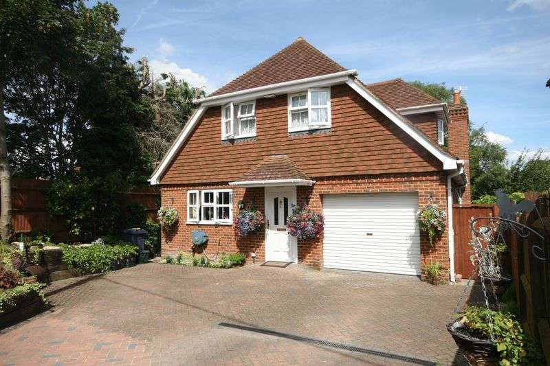 4 Bedrooms Detached House for sale in Ball & Wicket Lane, Farnham