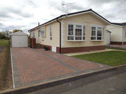 2 Bedrooms Bungalow for sale in Bridgwater, Somerset