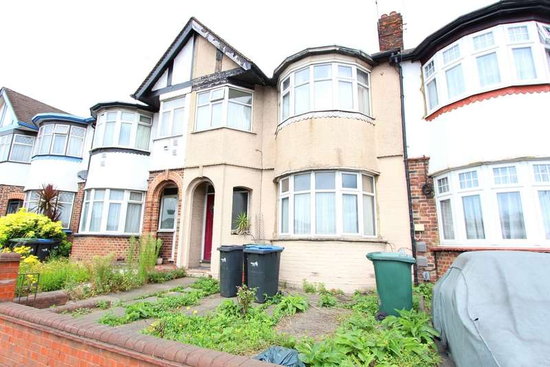 4 Bedrooms Terraced House for rent in North Circular Road, London