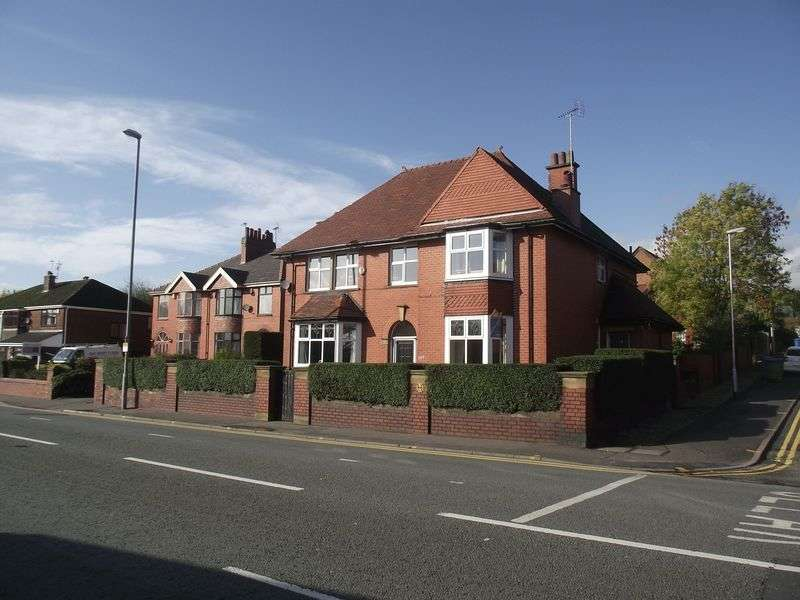 4 Bedrooms Detached House for sale in Halifax Road, Rochdale