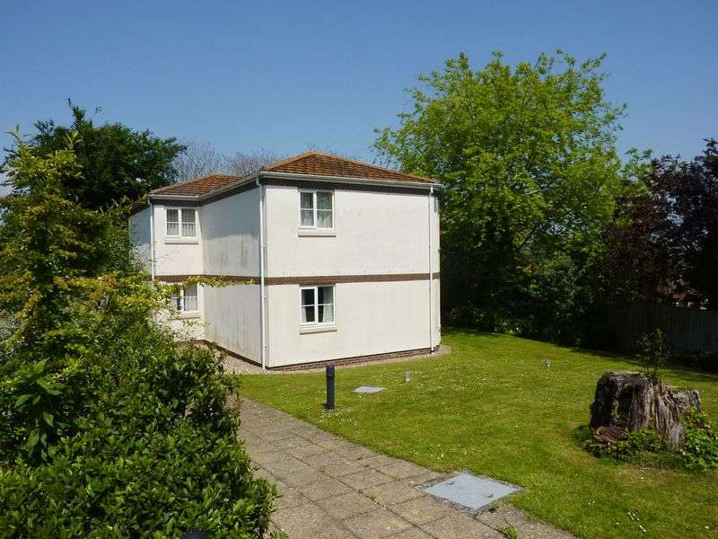 2 Bedrooms Flat for sale in Pound Road, Lyme Regis