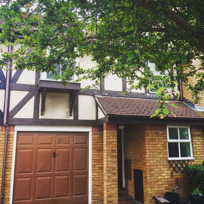 4 Bedrooms Terraced House for sale in Mortlake Drive, MITCHAM