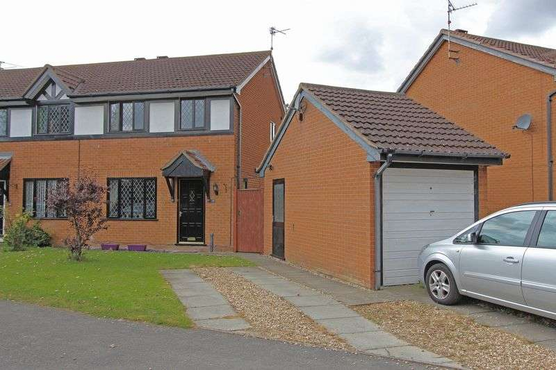 3 Bedrooms Semi Detached House for sale in Meadow View, Morton