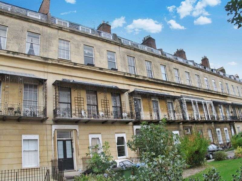 1 Bedroom Flat for sale in 5 Suffolk Square, Cheltenham