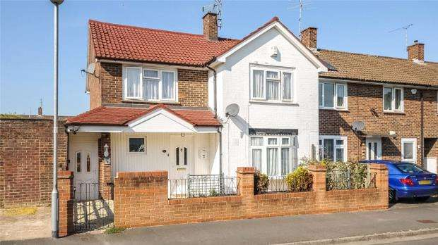 4 Bedrooms Semi Detached House for sale in Peregrine Close, Bracknell, Berkshire