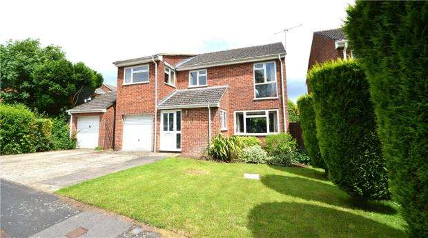4 Bedrooms Detached House for sale in Carbonel Close, Basingstoke, Hampshire