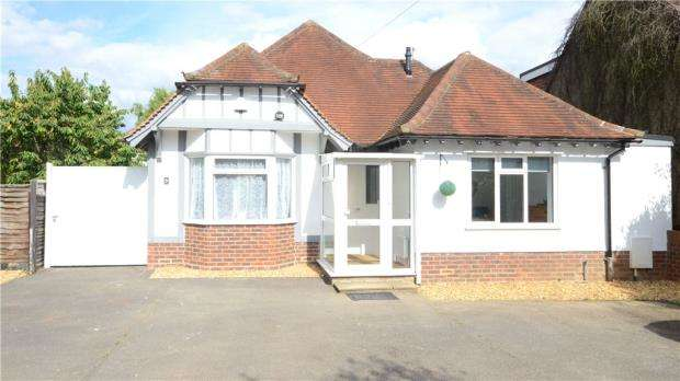 2 Bedrooms Detached Bungalow for sale in Twynham Road, Maidenhead, Berkshire