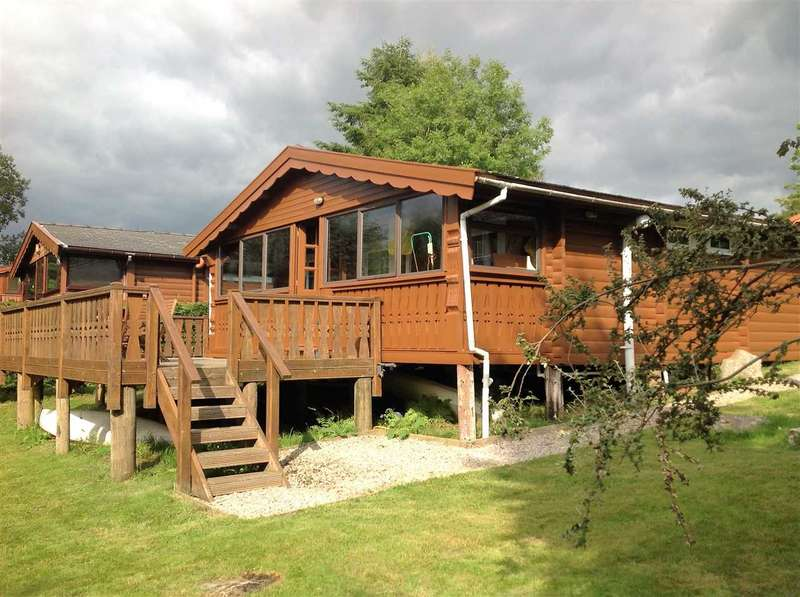 3 Bedrooms Bungalow for sale in Cabin 302, Trawsfynydd Holiday Village, Gwynedd