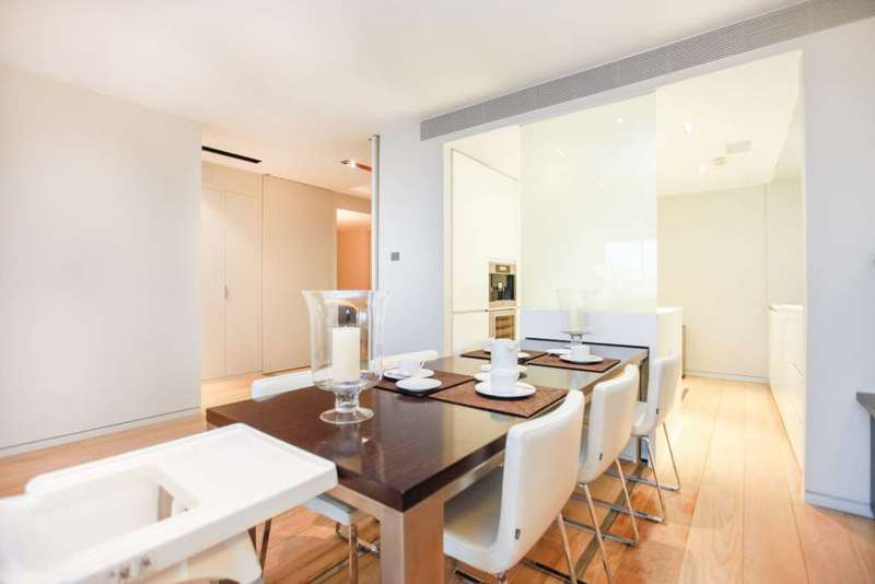 3 Bedrooms Flat for sale in Hester Road, London