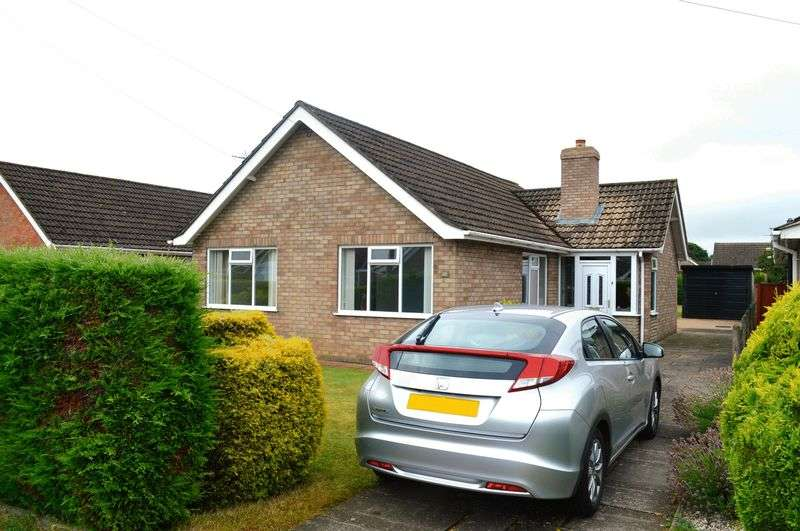 3 Bedrooms Detached Bungalow for sale in The Crescent, Bracebridge Heath
