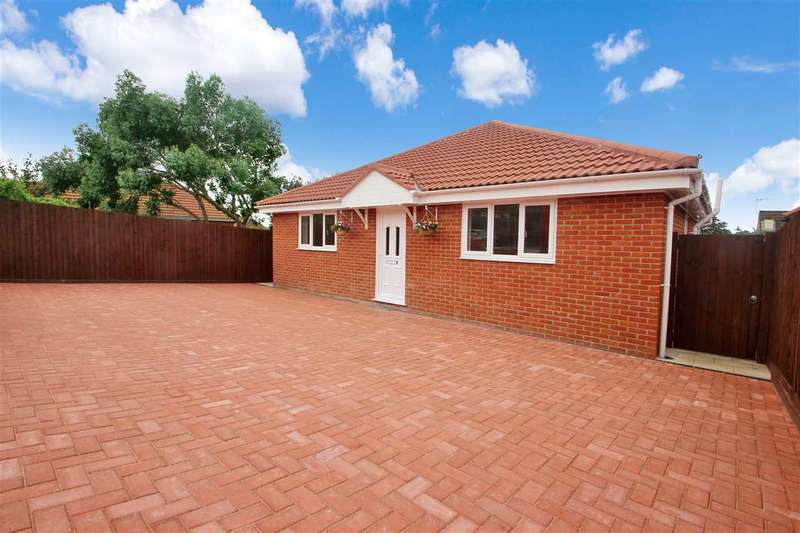 3 Bedrooms Bungalow for sale in Hainault Close, Colchester