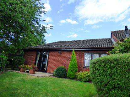 2 Bedrooms Bungalow for sale in Holly Green, Burton-On-Trent, Staffordshire