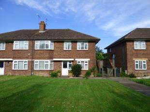 2 Bedrooms Flat for sale in Jemmett Road, Ashford, Kent