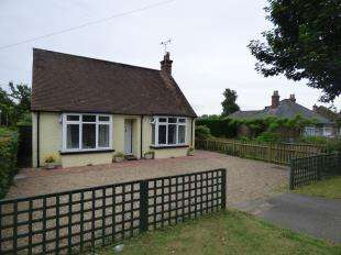 2 Bedrooms Bungalow for sale in Kingsnorth Road, Ashford, Kent