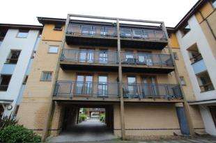 2 Bedrooms Flat for sale in Callender Court, 1 Harry Close, Croydon
