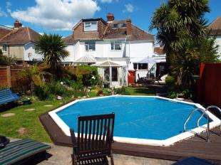 3 Bedrooms Semi Detached House for sale in Central Avenue, Bognor Regis, West Sussex