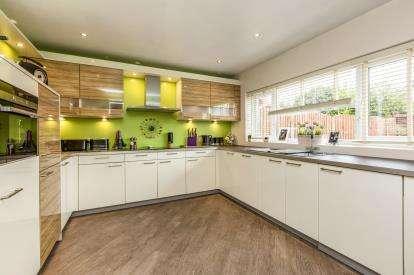 3 Bedrooms Bungalow for sale in Ribblesdale Drive, Grimsargh, Preston, Lancashire
