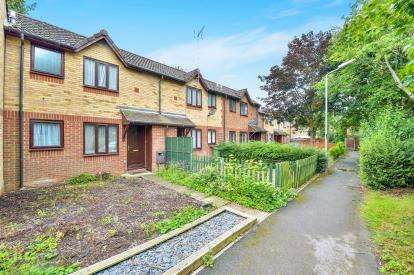 1 Bedroom Terraced House for sale in Pennycress Way, Newport Pagnell, Buckinghamshire, Bucks