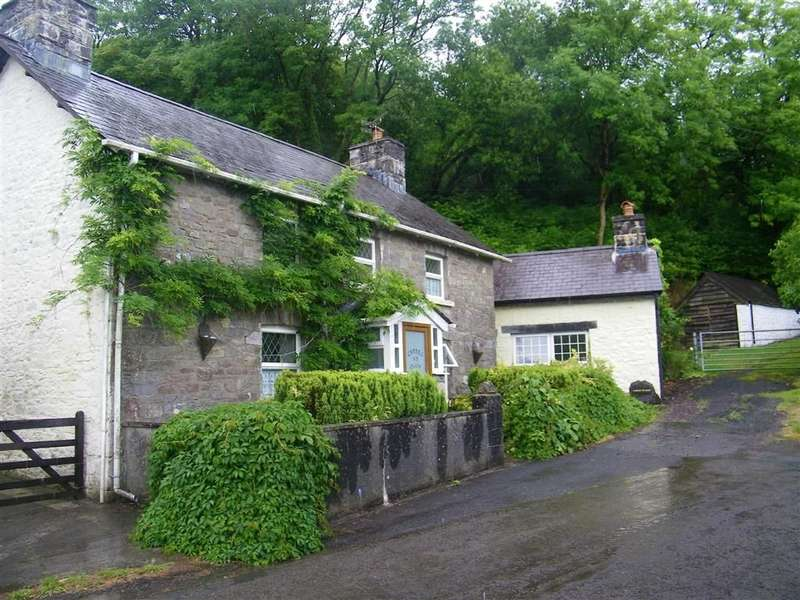 3 Bedrooms Property for sale in Llandyfan