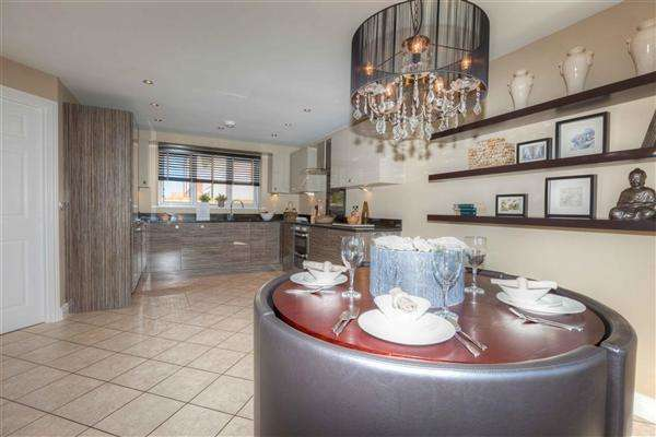 4 Bedrooms Detached House for sale in Royal Wootton Bassett, Royal Wootton Bassett