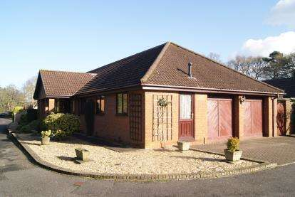 4 Bedrooms Bungalow for sale in Ringwood, Hampshire