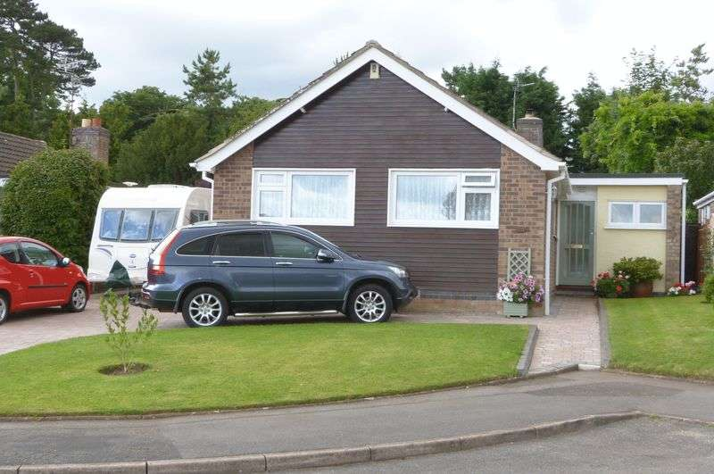 3 Bedrooms Detached Bungalow for sale in The Glebelands, Great Glen
